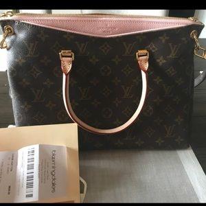 ☀️JUST IN☀️ - Louis Vuitton Pallas - Rare Color!